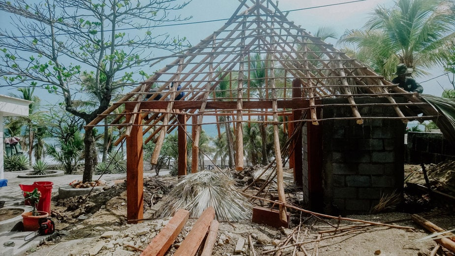 The-beginning-nimbu---structure-of-a-cabin-under-construction