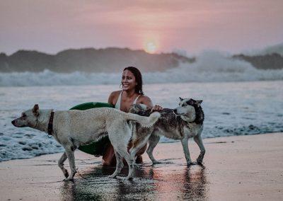 a-girl-surfing-on-nimbu-surfhouse-el-transito-leon-nicaragua