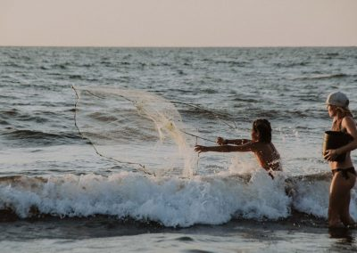 boy-and-woman-fishing-in-el-transito-leon-nicaragua-nimbu-surfhouse