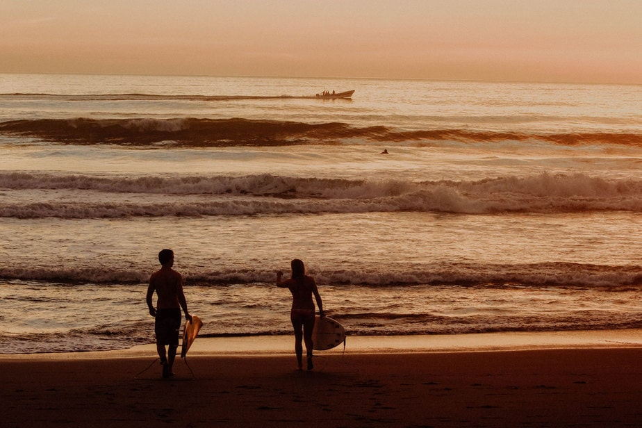 Waves-in-el-transito-leon-nicaragua-main breack-picture-2